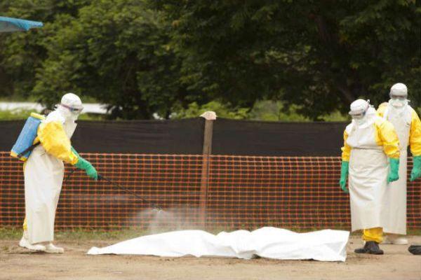 """إصابة خبير من """"الصحة العالمية"""" بفيروس إيبولا"""
