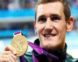 جنوب أفريقي يحرز ذهبية سباحة 100م صدر ويسجل زمنًا عالميًّا جديدًا