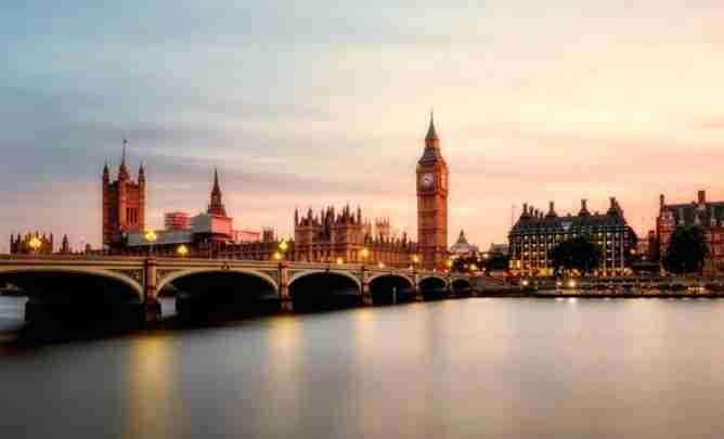 رحلتي إلى انجلترا.. متعة السفر إلى مدينة الضباب والأحلام