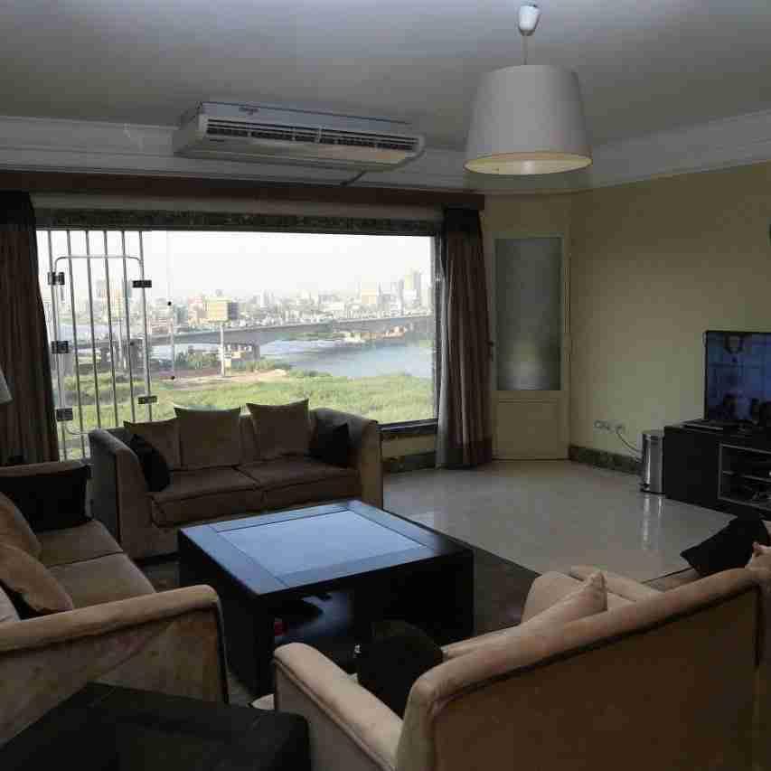 شقة غرفتين نوم طابق 19 برج بيات بلازا جدة