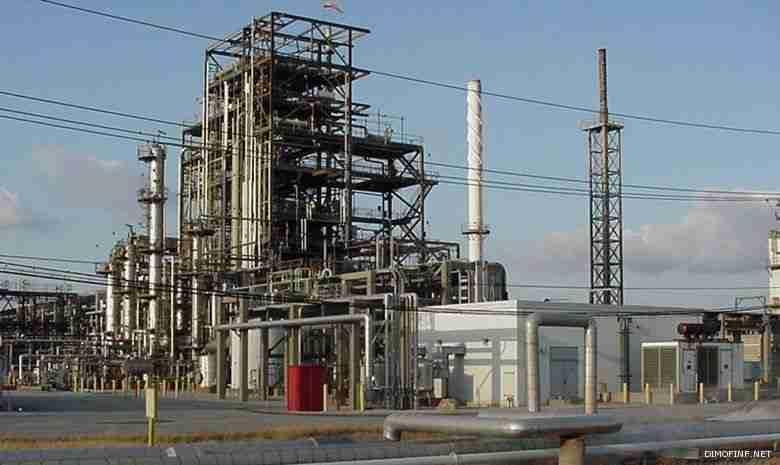 النفط يُمنى بخسائر جديدة بفعل النشاط الصناعي