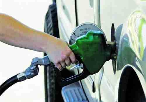 انخفاض أسعار البنزين والديزل في الإمارات خلال ديسمبر