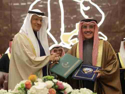 الكويت والسعودية توقعان اتفاقية لتقسيم المنطقة النفطية المحايدة بينهما
