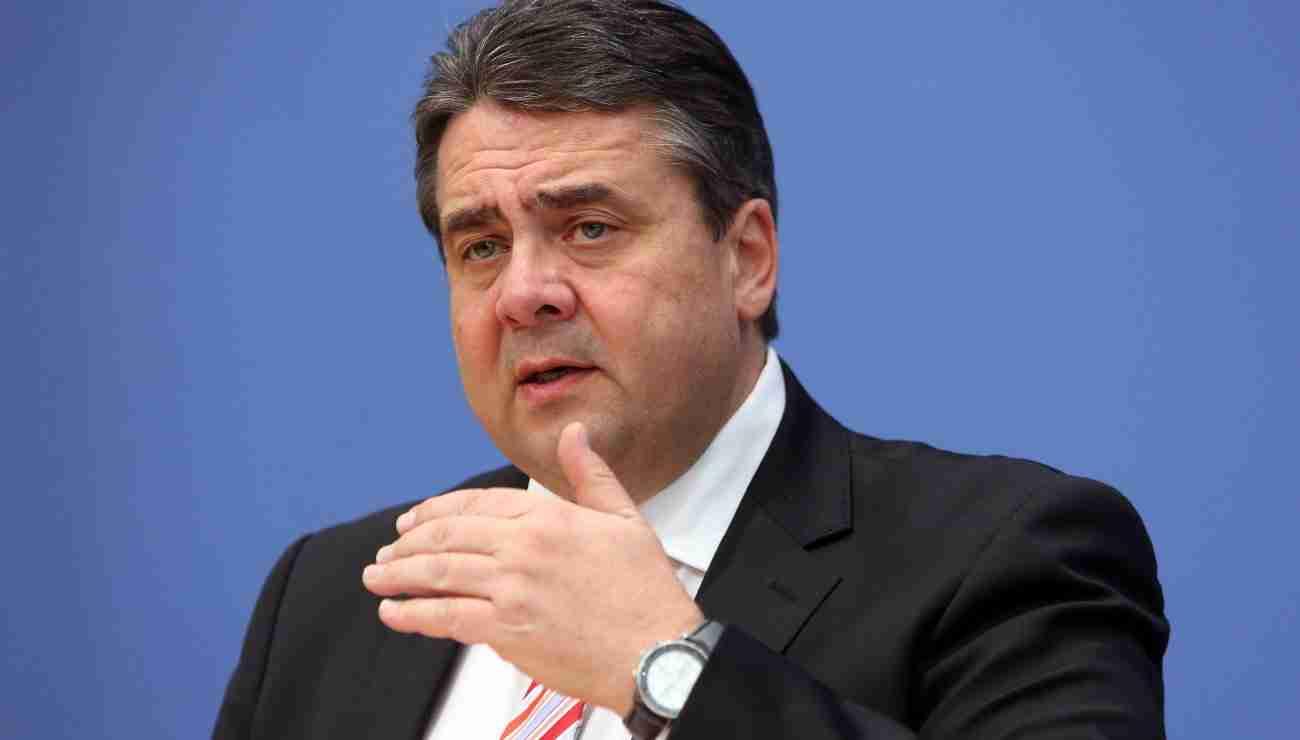 """وزير الخارجية الألمانية:""""العالم يقف على حافة الهاوية"""
